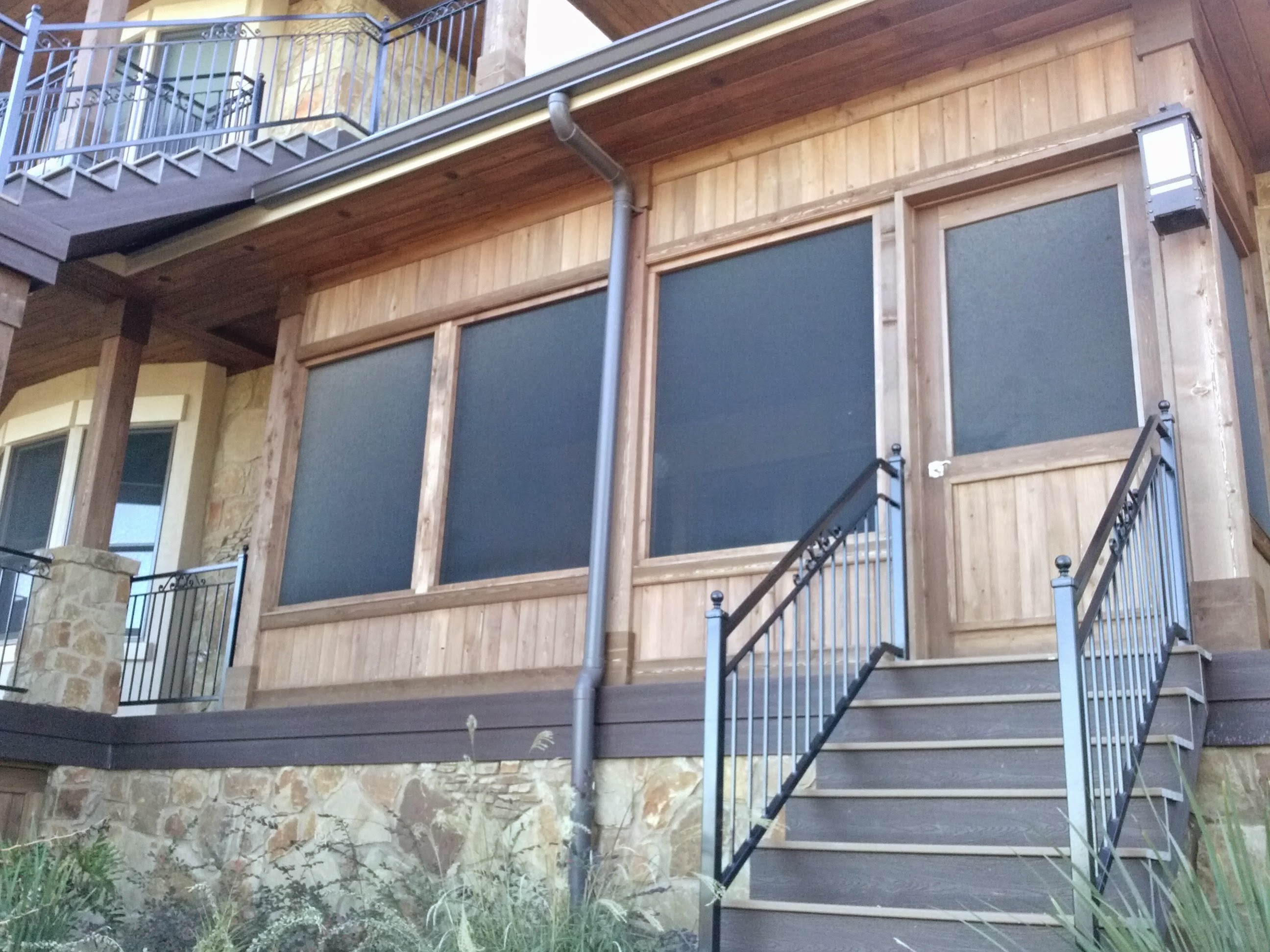 Exclusive Screened in Porch