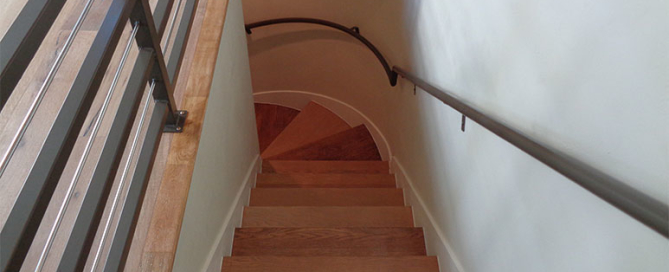 Oval Handcrafted Staircase_Finish